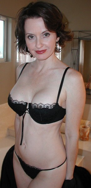 Hot-Wives-00014
