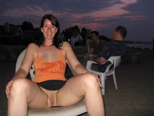 Hot-Wives-00403