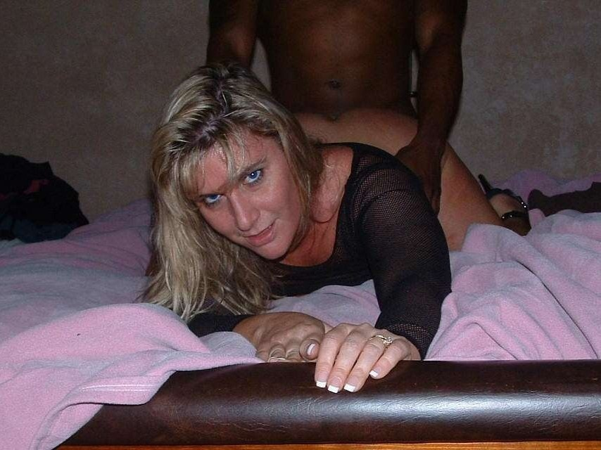 Hot-Wives-00607