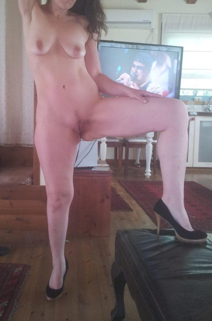 Wifelover-00285-679x1024
